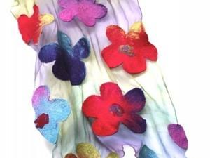 Extra fine merino scarf with felt flower pieces