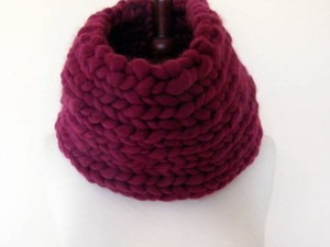 Burgundy jumbo yarn snood