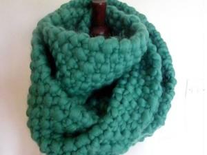 Teal jumbo yarn snood