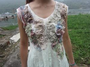 Flower design on dress using merino felt