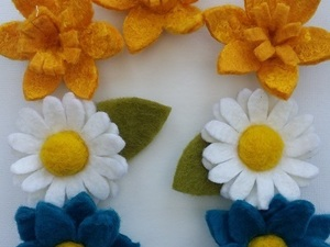 Various felted flowers in different colours