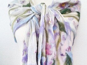 Flowery wool scarf in knot