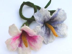 Decorative Flowers Using Green, White And Orange Merino Wool