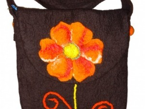 Flower satchel made out of felt