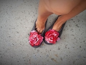 Grey felted slippers with pink flower detail