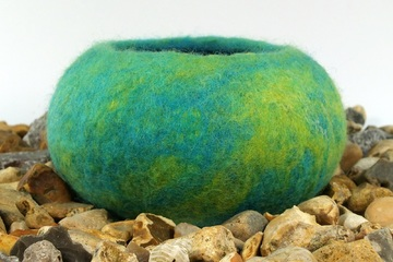 Tutorial - How to make a wet felted pod